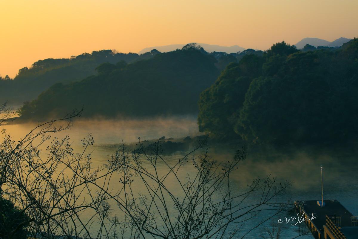 海霧の大村湾