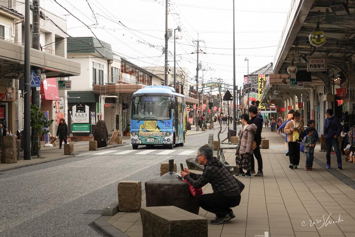 観光客が集まる水木しげるロード