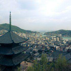 丁寧寺の三重塔と尾道の景観